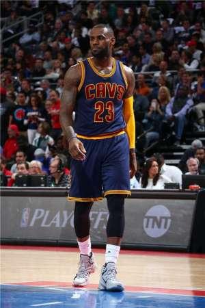 NBA季后赛球鞋上脚图赏4.25热门新闻