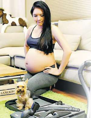 官恩娜怀胎7月再秀巨肚 一周拍一张大肚照【最新资讯】
